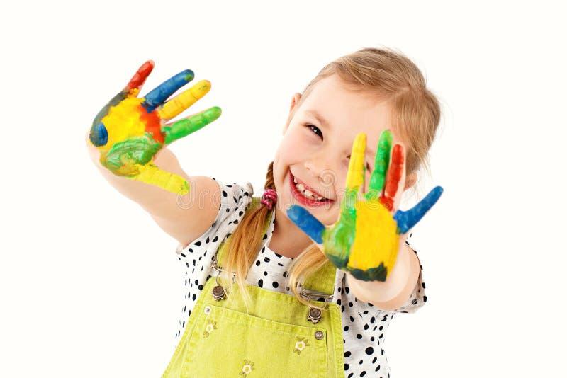 Bella ragazza astuta che gioca con i colori immagini stock libere da diritti