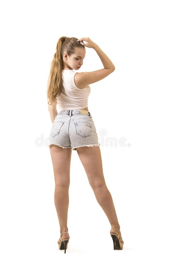 Bella ragazza in breve e cima che posa nello studio immagine stock libera da diritti
