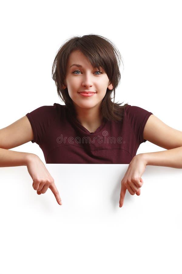 Bella ragazza che indica le sue barrette giù fotografia stock libera da diritti