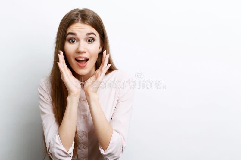 Download Bella Ragazza Che Mostra Le Emozioni Fotografia Stock - Immagine di barrette, adulto: 55352084