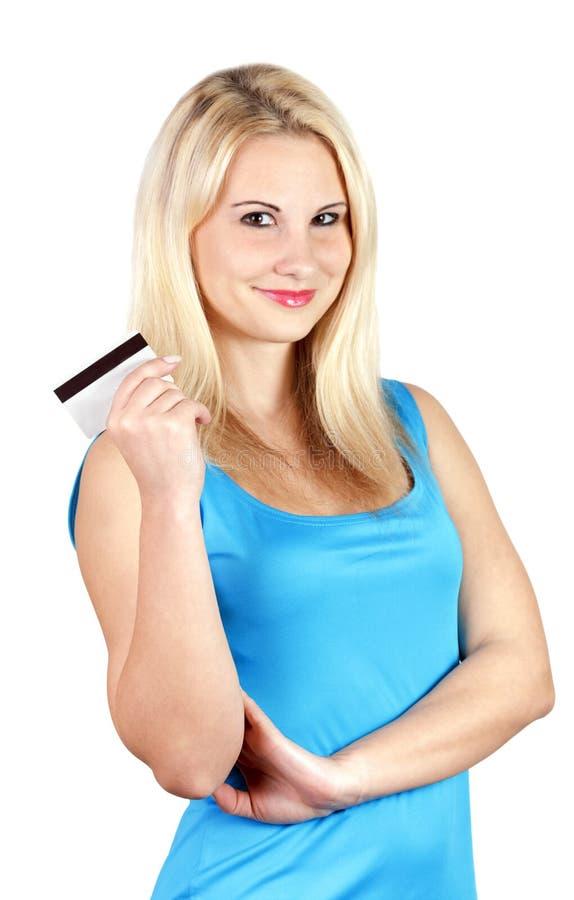 Bella ragazza che tiene una carta di credito in sue mani fotografia stock