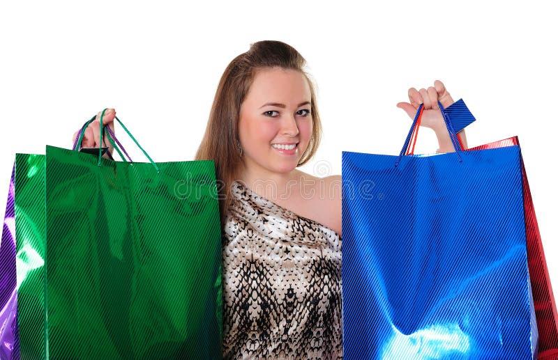 Bella ragazza con i sacchetti di acquisto fotografia stock libera da diritti