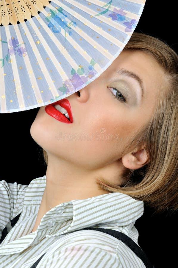 Bella ragazza con il ventilatore fotografie stock