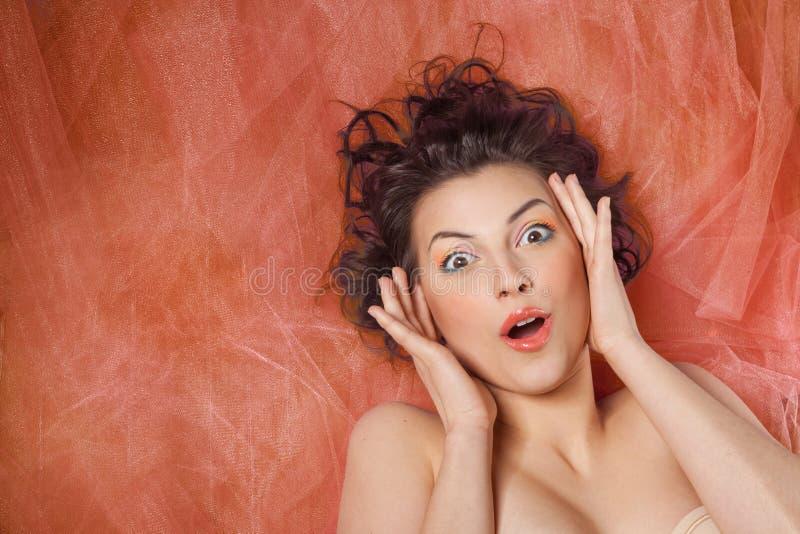 Bella ragazza con l'emozione della sorpresa immagini stock libere da diritti