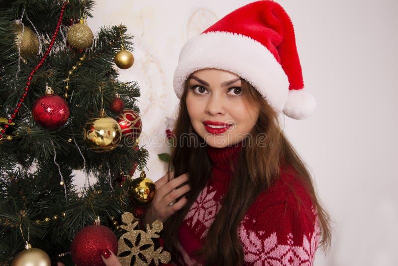 Bella ragazza con un umore di Natale fotografia stock libera da diritti