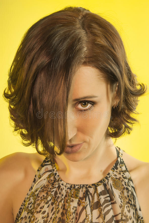 Bella ragazza con uno sguardo sessuale immagini stock libere da diritti