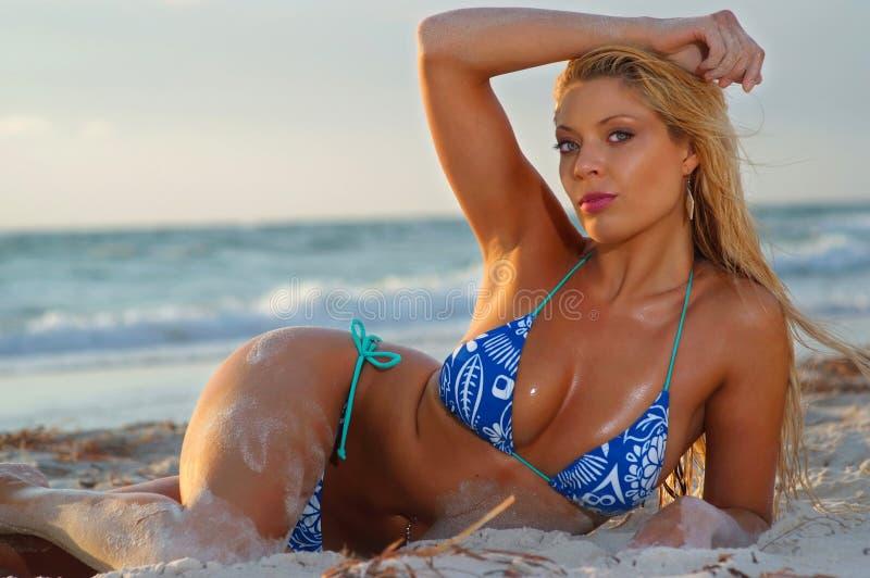 Bella ragazza del bikini fotografia stock