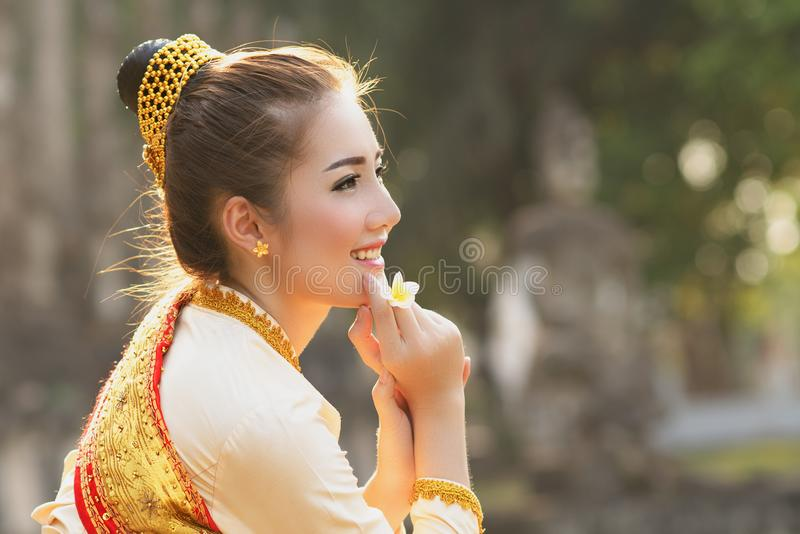 Bella ragazza del Laos in costume immagini stock