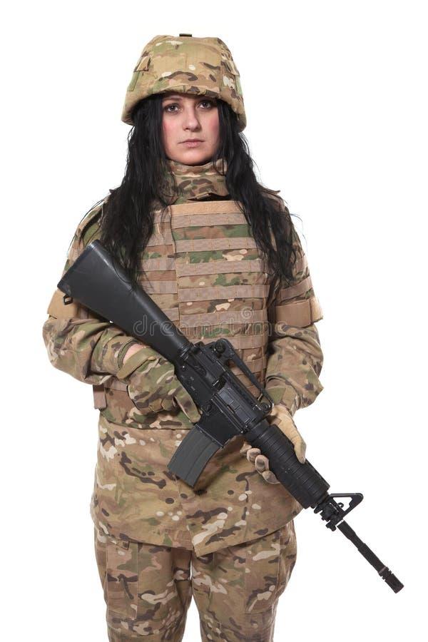 Bella ragazza dell'esercito con il fucile fotografia stock libera da diritti