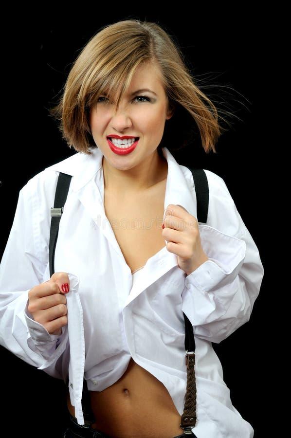Bella ragazza furiosa in camicia bianca immagine stock