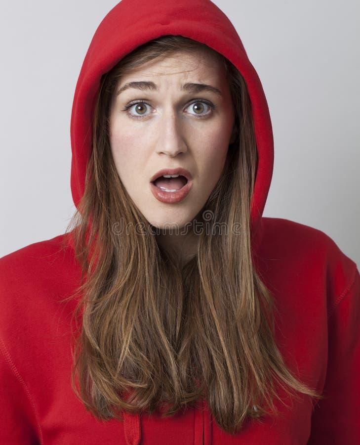 Bella ragazza 20s sorpresa e spaventata fotografia stock libera da diritti