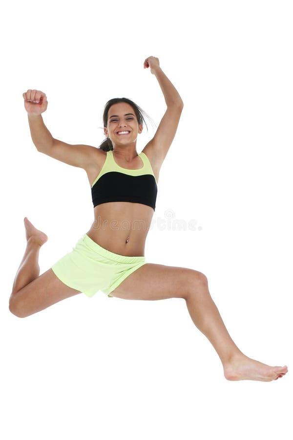 Bella ragazza teenager che salta nell'aria fotografia stock libera da diritti