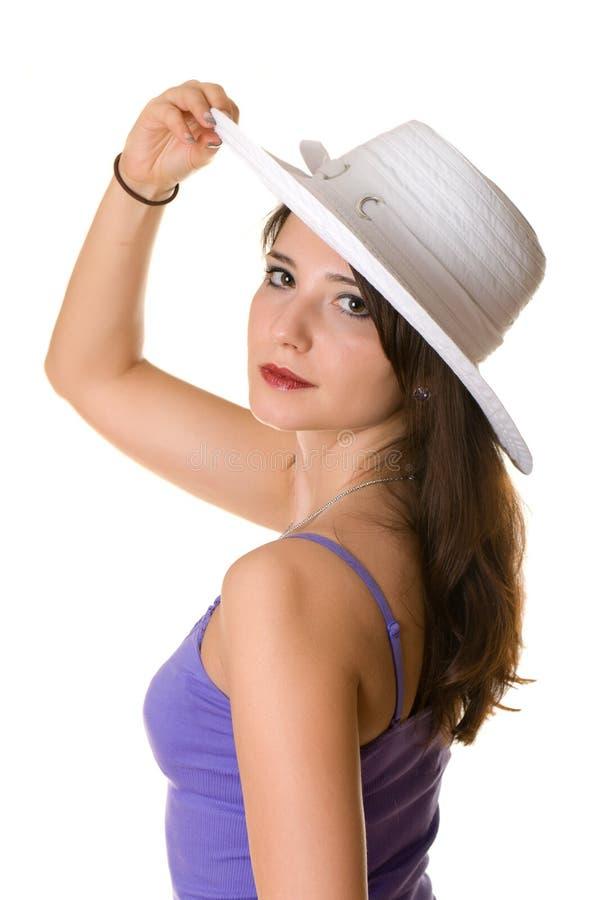 Bella ragazza in un cappello bianco fotografia stock libera da diritti