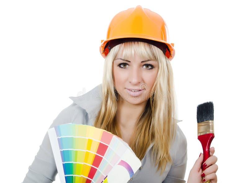 Bella ragazza in un casco della costruzione fotografie stock libere da diritti