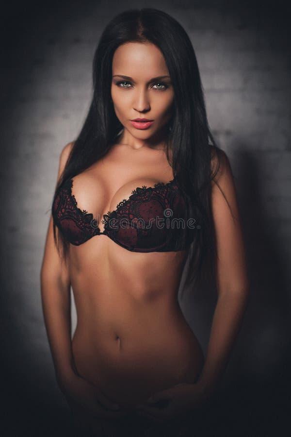 Bella ragazza in una biancheria sexy immagine stock - Immagine di una ragazza a colori ...
