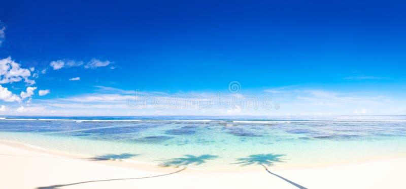 Bella scena panoramica di bella spiaggia fotografia stock