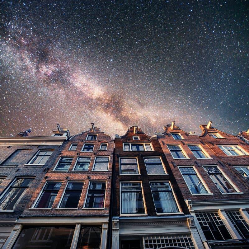 Bella scena tranquilla di Amsterdam Cielo stellato sopra il beautifu immagini stock libere da diritti
