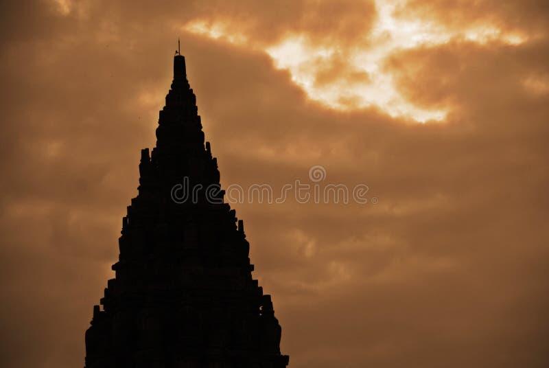 Bella siluetta del complesso storico di Prambanan a Yogyakarta, Indonesia immagine stock