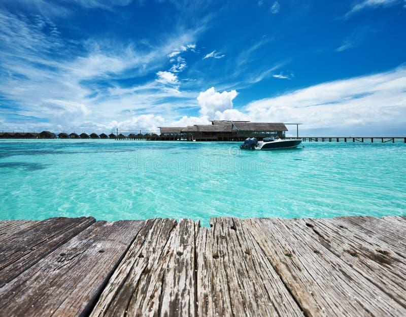 Download Bella Spiaggia Dell'isola Con L'imbarcazione A Motore Fotografia Stock - Immagine di paesaggio, bungalow: 55351716