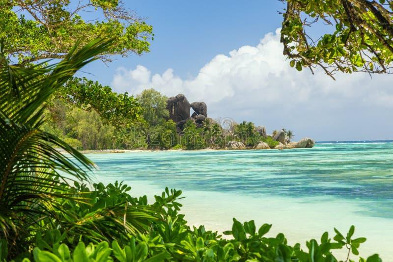 Bella spiaggia La Digue, argento delle Seychelles, isola del ` di fonte d di Anse immagine stock