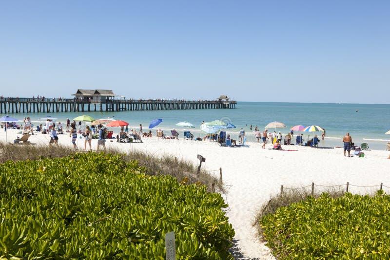Bella spiaggia a Napoli, Florida immagini stock libere da diritti