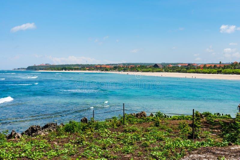 Bella spiaggia nel DUA Bali Indonesia di Nusa un giorno soleggiato perfetto fotografia stock