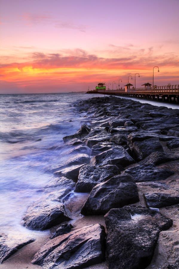 Bella spiaggia a penombra fotografie stock libere da diritti