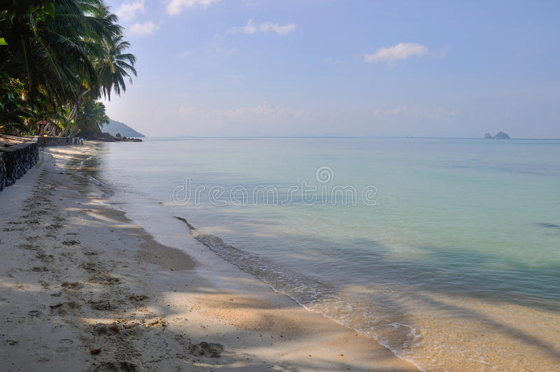 Bella spiaggia sull'isola di Koh Samui, Tailandia fotografia stock libera da diritti