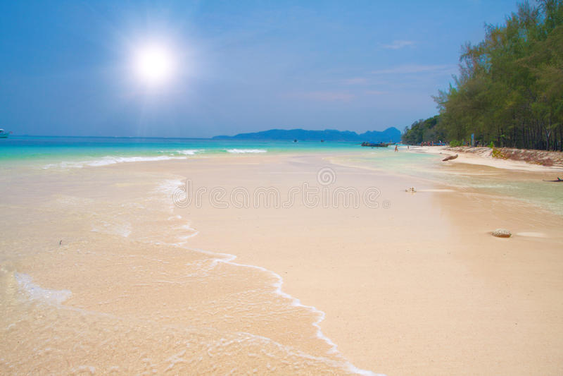 Bella spiaggia tropicale fotografie stock