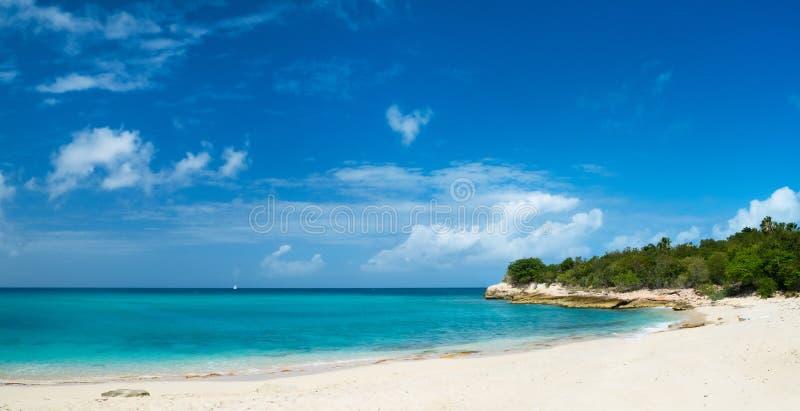 Bella spiaggia su St Martin i Caraibi fotografia stock libera da diritti