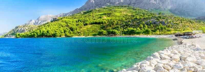 Bella spiaggia vuota in Makarska, Croazia immagine stock libera da diritti
