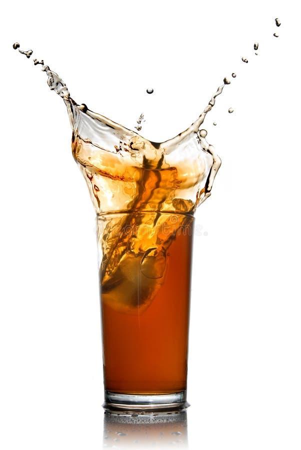 Bella spruzzata di cola in vetro fotografia stock libera da diritti