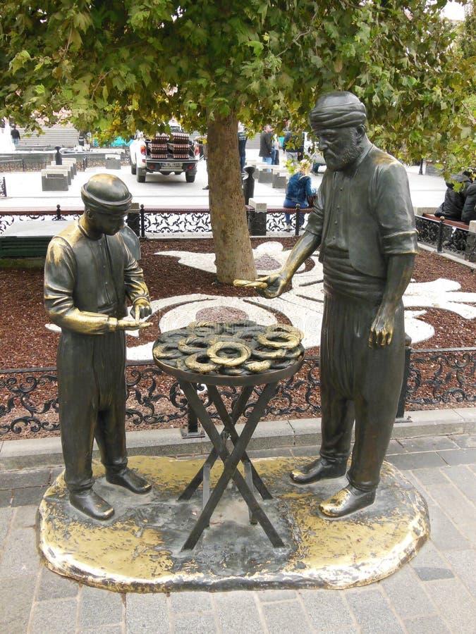Bella statua in parco pubblico nel quadrato di Eminonu a Costantinopoli fotografie stock libere da diritti