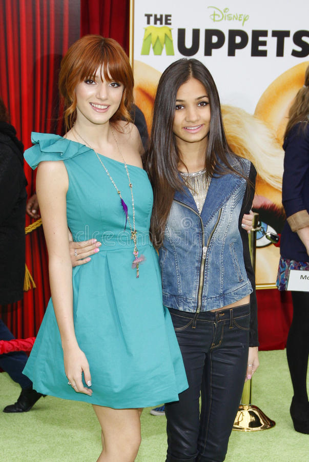 Bella Thorne и Pia Mia стоковые изображения