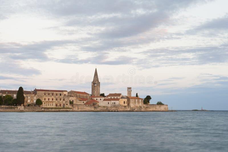 Bella vecchia città romantica di Porec, penisola di Istrian, Croazia, Europa fotografia stock libera da diritti