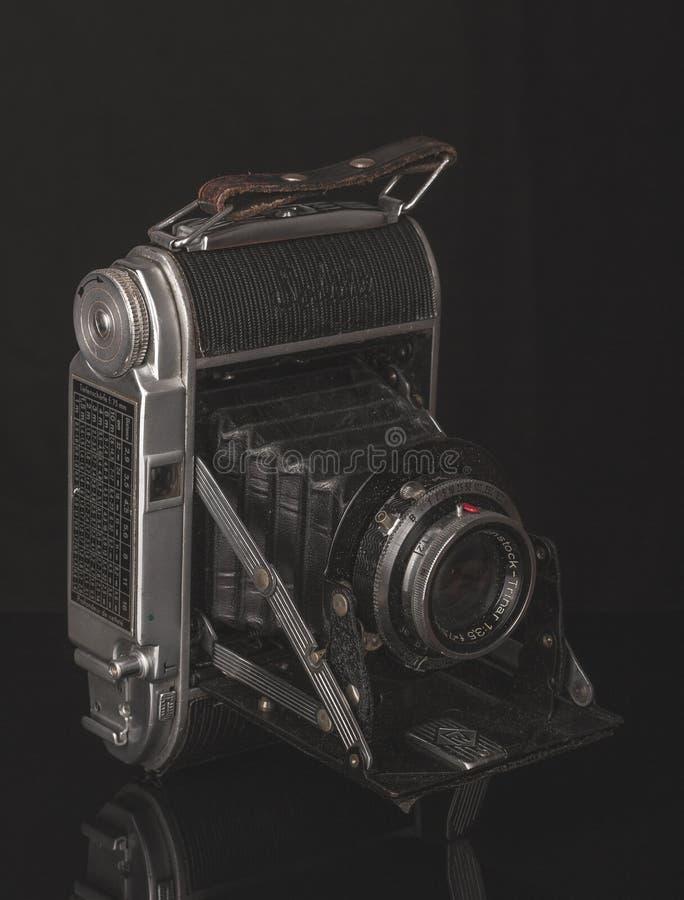 Bella, vecchia macchina fotografica della foto fotografia stock libera da diritti