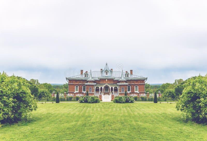 Bella vecchia villa del palazzo fotografia stock libera da diritti