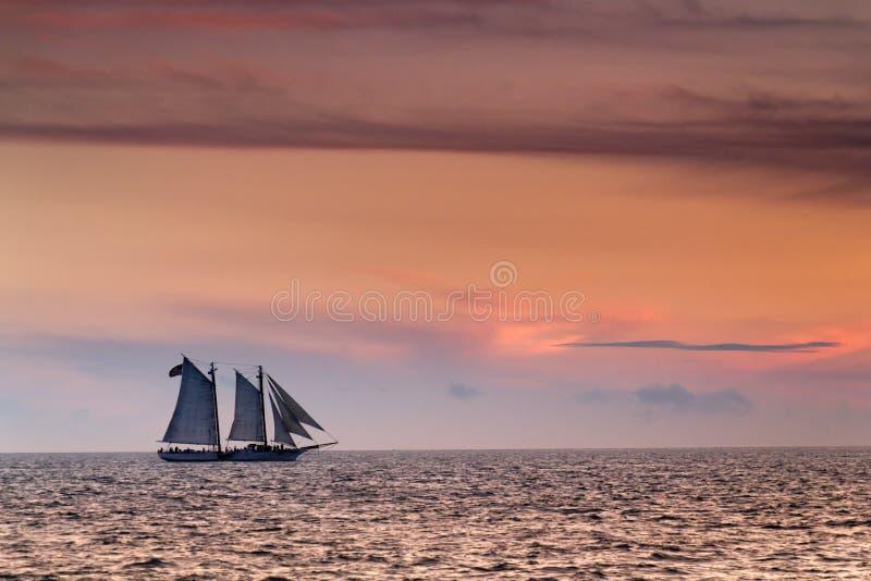 Bella vela di tramonto in Key West Florida immagini stock