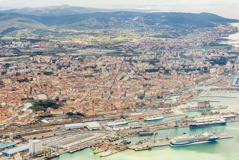 Bella vista aerea del porto commerciale e della città di Livorno, Toscana, Italia fotografia stock libera da diritti