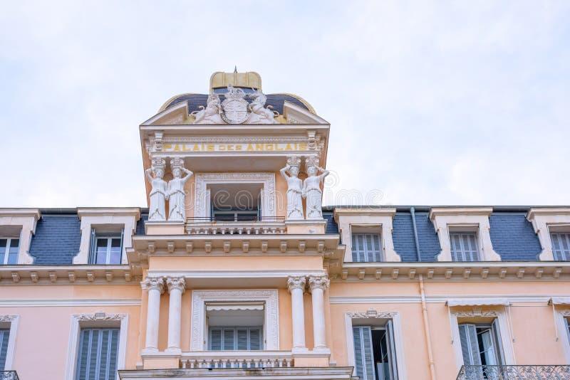Bella vista agli appartamenti del des anglais di palais a for Case del seminterrato di luce del giorno