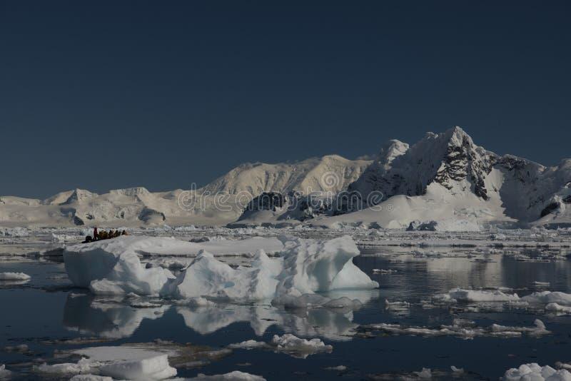 Bella vista degli iceberg in Antartide fotografia stock libera da diritti