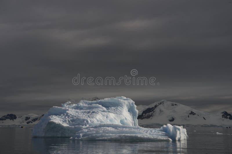 Bella vista degli iceberg in Antartide immagine stock