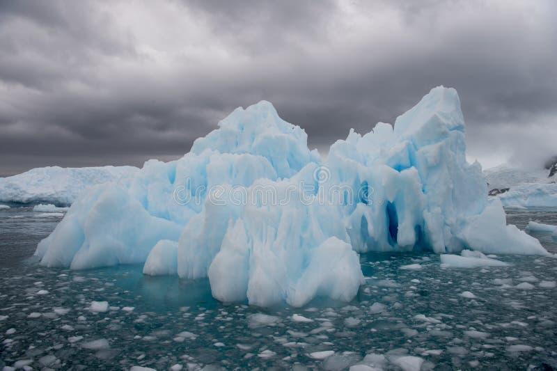 Bella vista degli iceberg in Antartide immagini stock