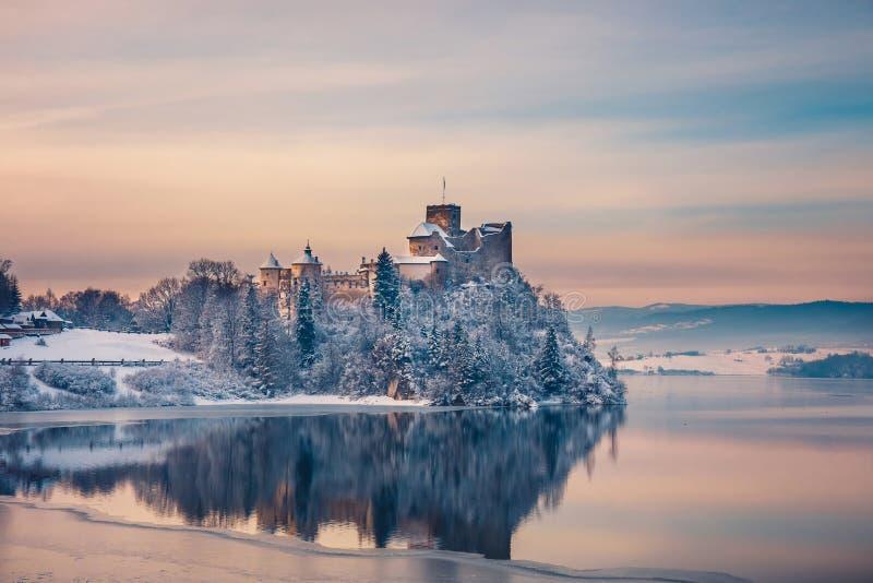 Bella vista del castello di Niedzica fotografia stock libera da diritti