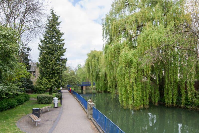 Bella vista del fiume Avon, bagno, Inghilterra immagini stock libere da diritti