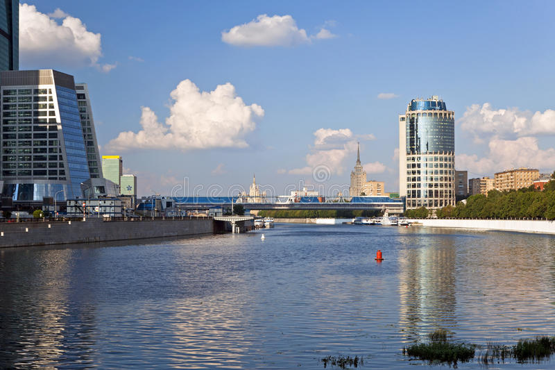 Bella vista del fiume di Mosca, Russia. immagine stock libera da diritti