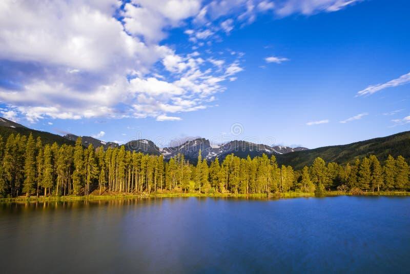 Bella vista del lago bear in Rocky Mountains National Park, nello stato di colorado immagini stock libere da diritti