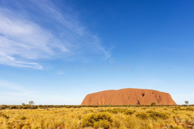 Bella vista del monolito di Uluru, roccia di Ayers, Australia, al tramonto immagini stock