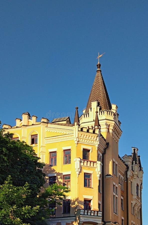 Bella vista del paesaggio del castello di Richard il Lionheart contro cielo blu Numero civico quindicesimo sulla discesa di Andre fotografia stock