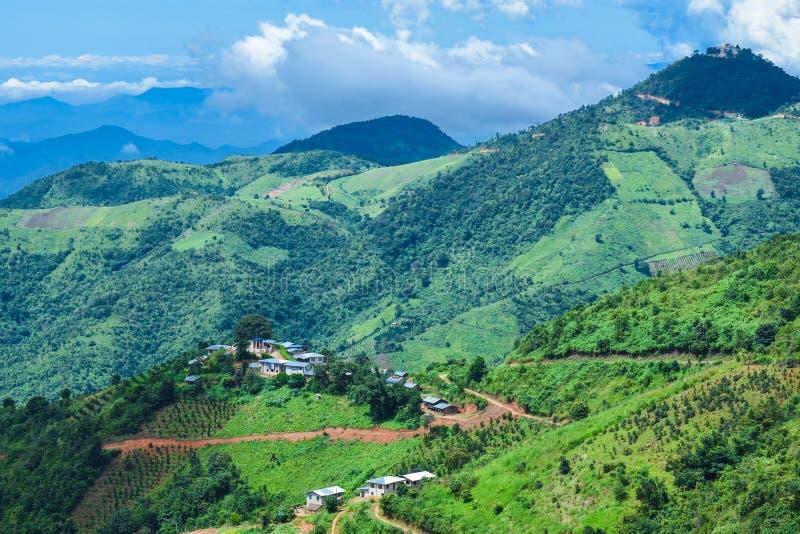 Bella vista del paesaggio con le montagne verdi da Kalaw, Shan State, Myanmar immagine stock
